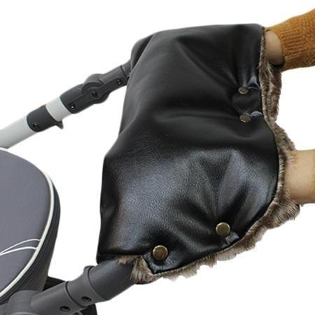 Муфта Vikalex Snow Dreams черная экокожа/коричневый мех  — 2490р.  Муфта Vikalex Snow Dreams - отличный функциональный аксессуар в дополнение к коляске. Нежная кожа заботливых мам не будет обветриваться на холоде, поскольку внутренняя сторона муфты выполнена из меха, который сохранит тепло и уют. Лицевая сторона представляет собой специальную экокожу, которая обеспечивает вентиляцию воздуха, при этом, не пропуская воду. Специальные кнопки позволяют надежно зафиксировать муфту на ручке…