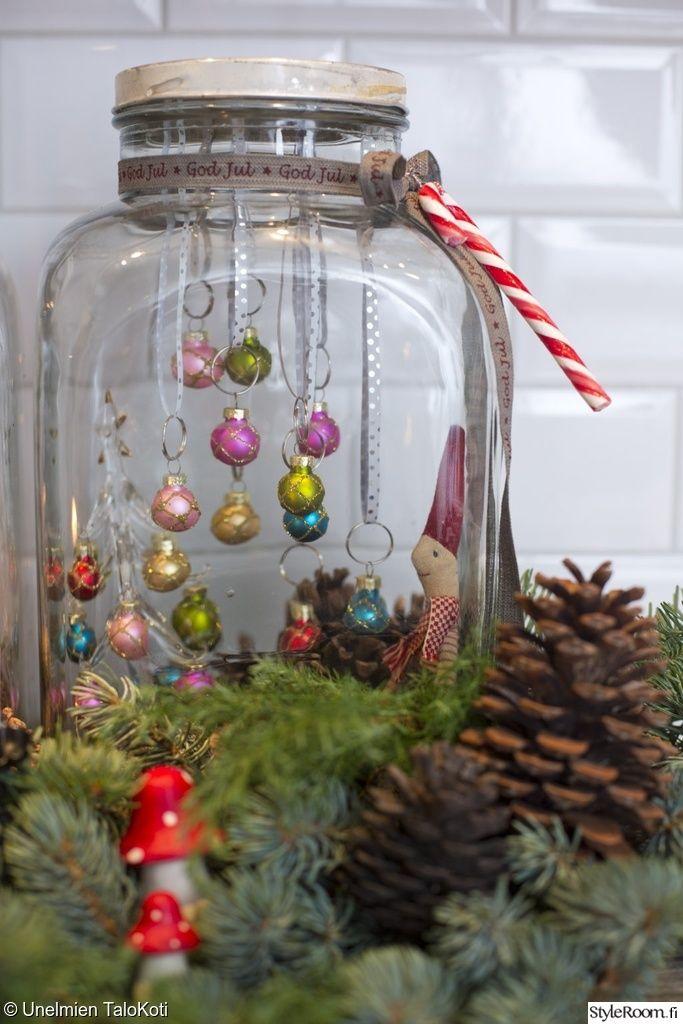 lasipurkki,tonttu,joulukoriste,kävyt,sammal