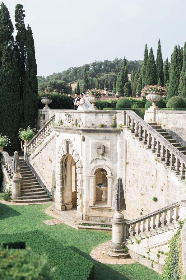 Breathtaking Italian countryside venue: http://www.stylemepretty.com/2016/04/07/an-italian-garden-wedding-fit-for-a-princess/ | Photography: Judy Pak - http://judypak.com/