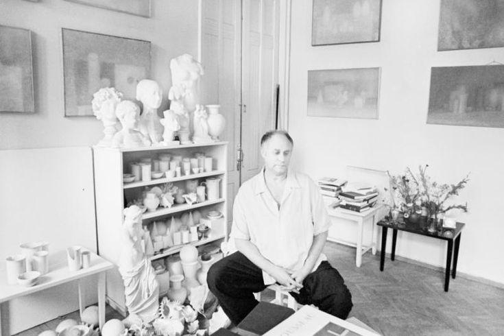 Владимир Вейсберг в мастерской на Арбате, 1972