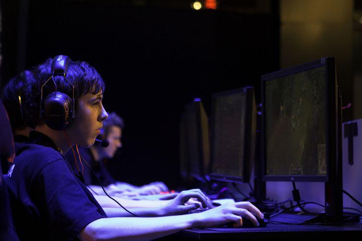 Gamer seen at Armageddon expo 2014 playing League of Legends. #lol #gamer #blue #armageddon #expo #legend