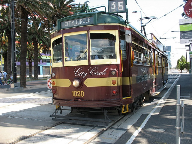 Melbourne City Circle Tram - explore the city with this free tourist tram. On the list of things to do during our Stay Fanatical weekend away thanks to Holiday Inn.