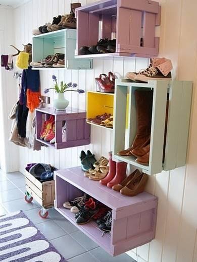 Estos estantes están hechos con cajones de madera, usualmente usados por verdulerías para guardar las verduras. Es un producto qu...