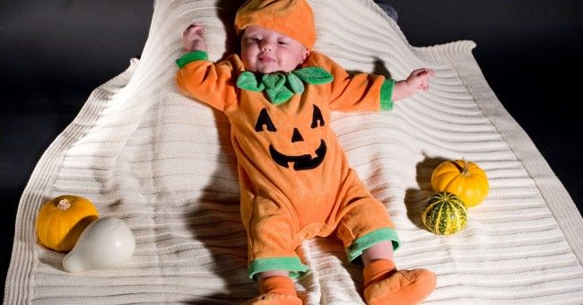 Kürbiskostüm selber machen: Nähanleitung - Freizeit - Hilfreich.de How to refashion standard clothes to make a pumpkin costume for a baby. In German.