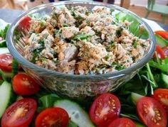Рисовый салат с огурцами и рыбными консервами | Школа шеф-повара