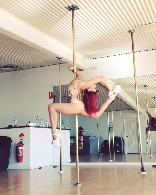 #pduprightallegra and #devilselbow with a little leg thread  #poledance #poledancer #polecombo #strength #grace #hairflicks #sexy #sexyflexy #flexibility #flexible #splits #bendy #fitness #fit #strong #radpolewear #pleasershoes