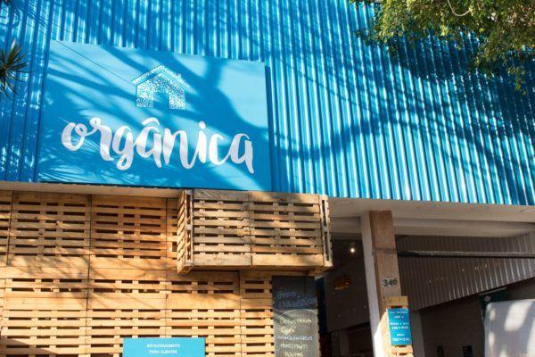 Supermercado orgânico em São Paulo tem decoração com materiais reaproveitados