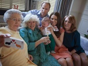 La famille royale d'Angleterre se met au selfie • Hellocoton.fr
