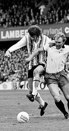Southampton 4 Fulham 1 in Oct 1976 at the Dell. Old England team mates Bobby Moore and Mick Channon in action #Div2