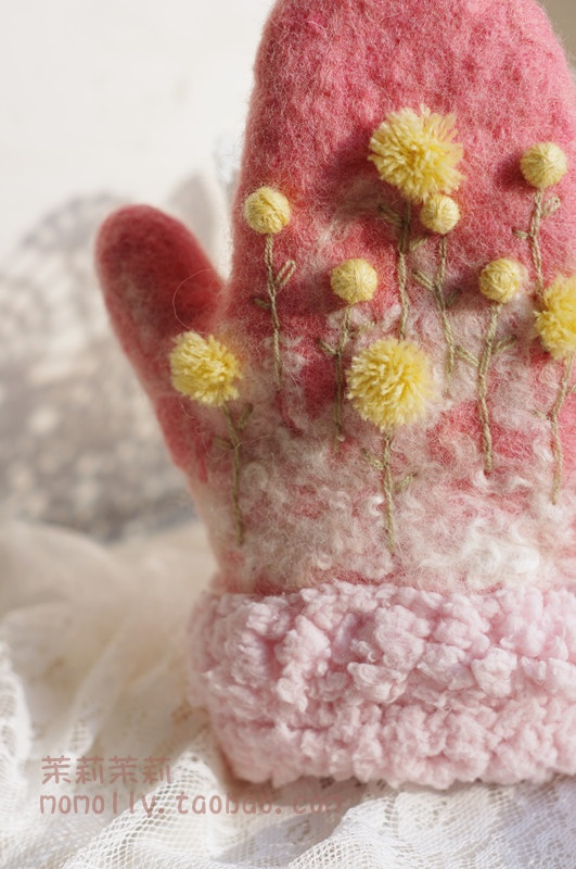 Inspiration: Such cute felted mittens.