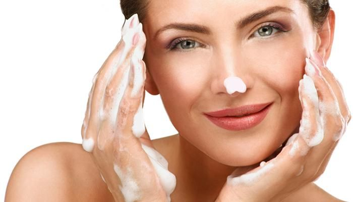 7 Easy-To-Make Egg Facials That Will Give You Glowing Skin
