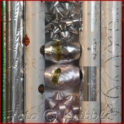#12 tlg #Geschenk #Verpackungs #Set #Silber - jetzt bei #Knibbli auf Knibbli.com - auf #Geschenkverpackungsset 12 Teile hier überwiegend in Silber #Töne  Thema #Weihnachten auch für #Sylvester #Neujahr Rolle ohne #Motiv auch für andere #Gelegenheiten geeignet   Inhalt: #Folie #Weihnachtsgeschenk #Papier 70 cm x 200 cm ->  4 Rollen #Sterne #Schleifen in 2 Farb Ausführungen Größe 6 x 6 x 3 cm zusammen -> 6 Stück und #Geschenkband in #Ei Form in 2 farblichen Varianten 5mm x 10 m zusammen -> 2…