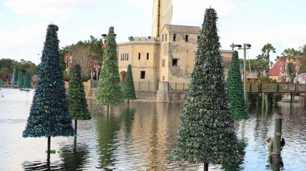 This week on Photo Finds we check in on SeaWorld's holiday decorations and then stop by the Light Up UCF event at the University Of Central Florida.
