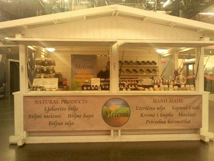 Gala Natura je prirodna ručno rađena kozmetika i proizvodi za njegu tijela, sapuni, kreme kupke na bazi čokolade, kakaa i vanilije, peelinzi, biljna ulja, melemi i brojni drugi slatki proizvodi samo čekaju da ih probate! https://www.facebook.com/GALA.NATU
