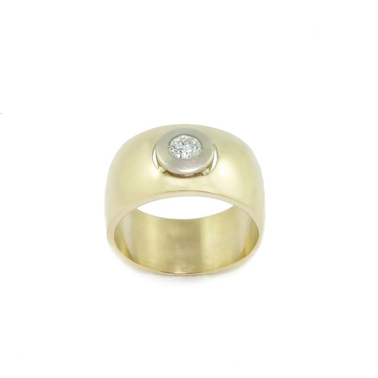 duży pierścionek z brylantem