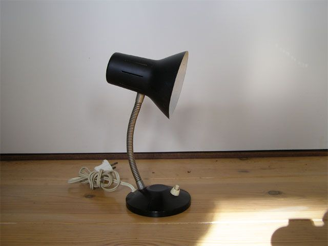 Hala Zeist? zwart lampje, ca. 25 cm hoog