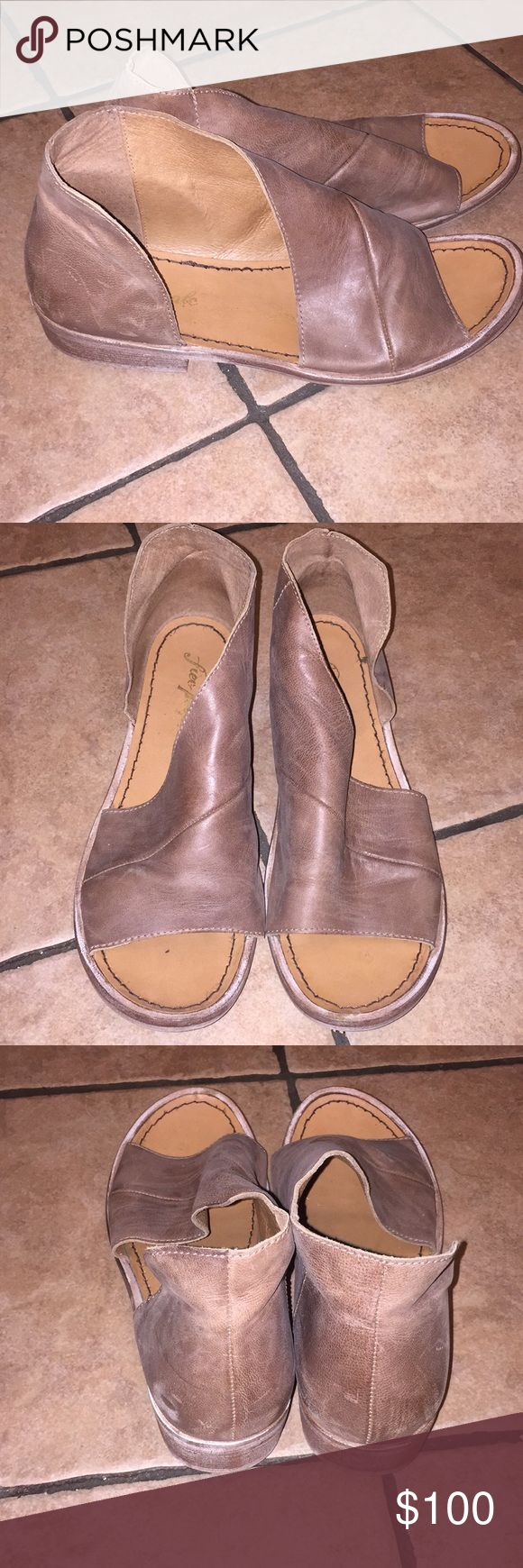 """Free People """"Mont Blanc"""" Brown Open Toe Flats Really cool brown leather Open Toe flats/ sandals. Only worn once!! Really comfy. Fits more like a 9.5 than a 10 (size 40). Free People Shoes Flats & Loafers"""