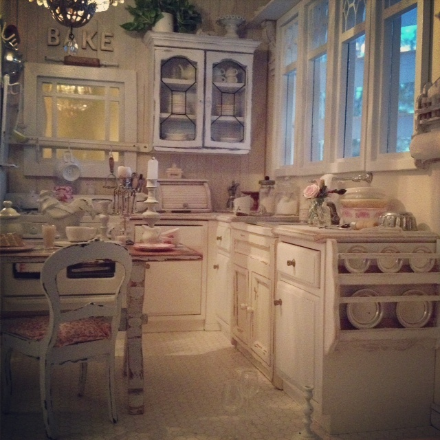 Busy kitchen life. 1:12 scale dollhouse miniatures. Cottage style kitchen.