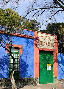 Il museo Frida Kahlo anche detto museo della Casa Azul (Casa Blu) è situato nel centro di Coyoacán, un sobborgo di Città del Messico.