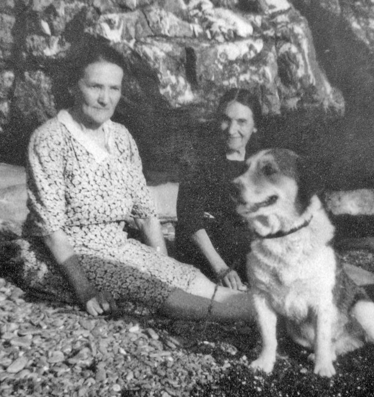 Josephine Bartalot, her sister Lydie and Dick the dog