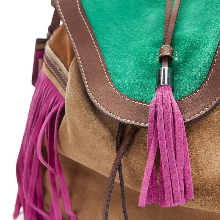Bolso de flecos en ante verde, fucsia y camel by SHOES FOR HER