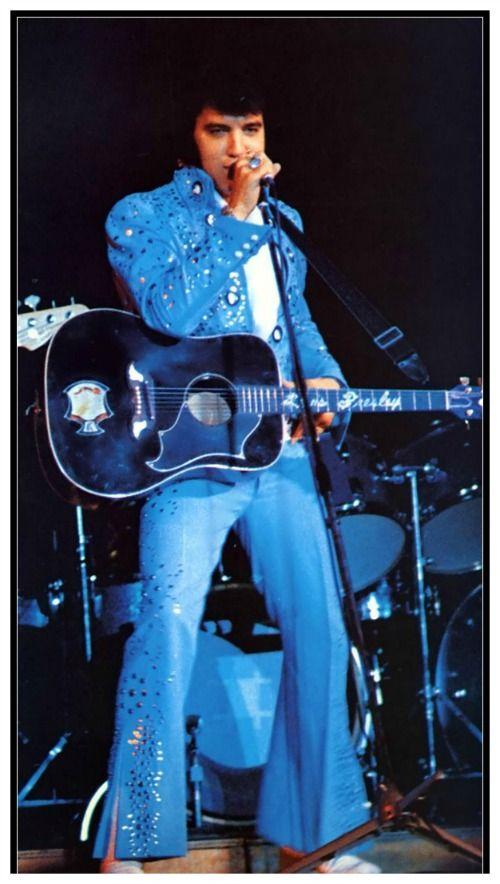 Elvis in concert .