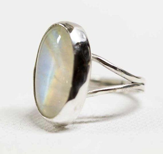 Anillo de piedra de luna arco iris en plata Oval artesanal