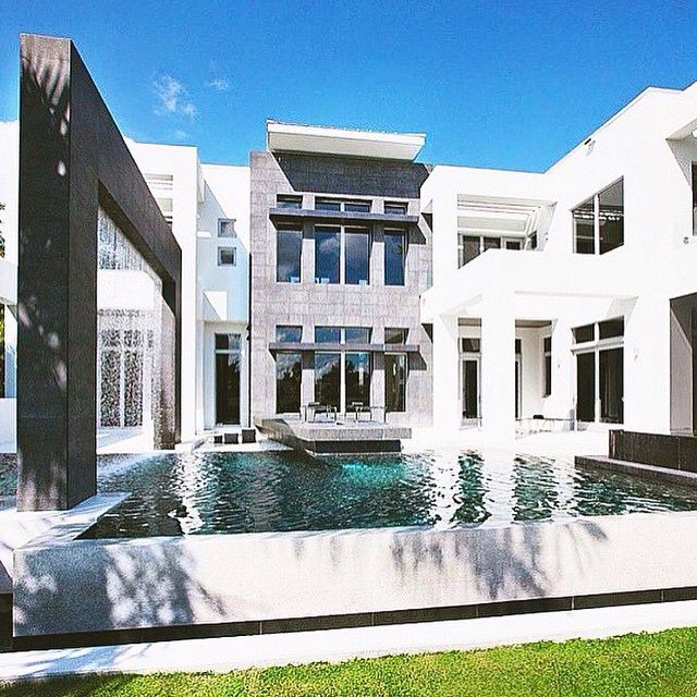 Check out this amazing modern mansion in South Beach, Miami! #Miami #southbeach #fl #florida  #house #home