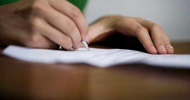 Cómo preparar una declaración por escrito. Si quieres que algo sea oficial, la mejor manera de hacerlo es con una declaración por escrito. Cuando haces un comunicado verbal existe la posibilidad de que alguien cambie o altere el mensaje o de que se malinterprete el significado de las palabras. Poner una declaración en papel (o en un foro en línea) ayuda a eliminar la confusión. También te ...