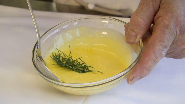 Kokkelærer ved Time videregående skole på Bryne, Hans Dahl Ørstavik, lærer deg å lage hjemmelagd majones eller aioli på noen få sekunder.