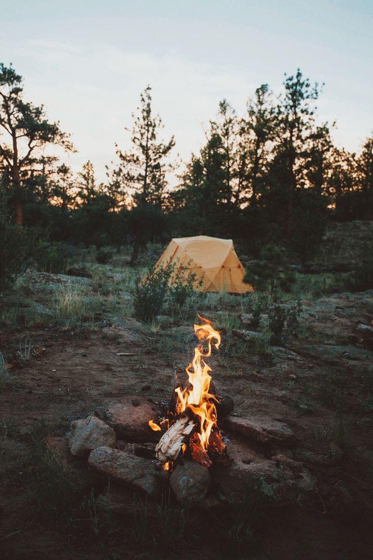 Un feu en camping sauvage