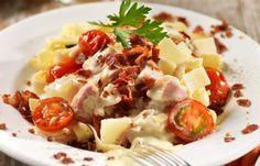 Pasta med bacon- och ostsås