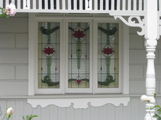 "The Stained Glass Windows of ""Kaipoi"", a Victorian Block Fronted Villa with a Queen Anne Facelift"