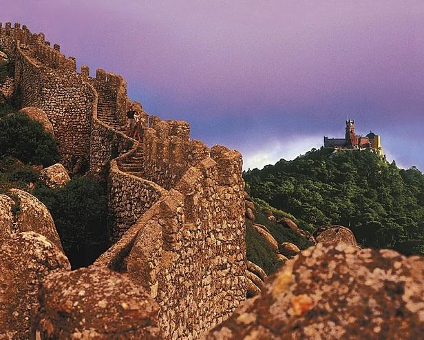 sintra's moorish castle and palacio da pena