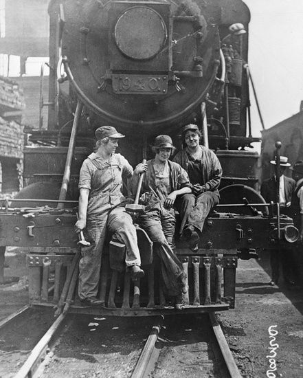 Women railroad workers, 1918