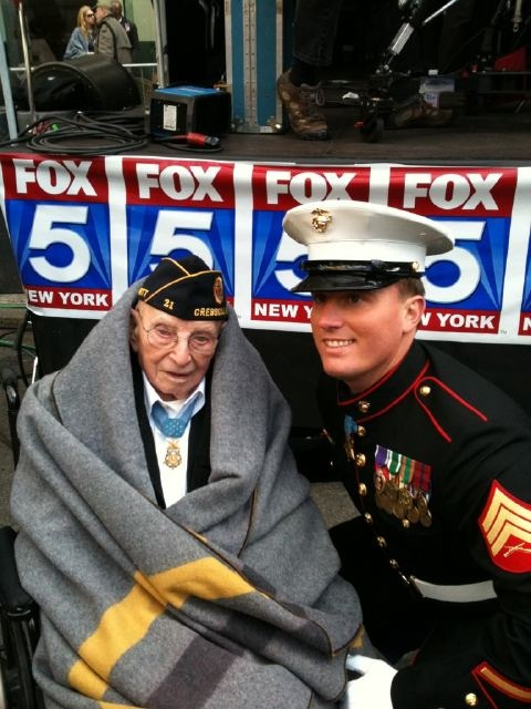 A picture of the oldest living Medal of Honor recipient and the youngest. Very touching.Heroes, Honor Recipies, America, Youngest Medal, Veterans Day, God Blessed, Oldest, Military, Marines Corps