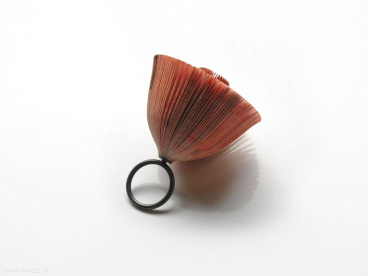 Michihiro Sato - Simultaneity, ring, 2011, paper, silver, synthetic Japanese lacquer - 55 x 50 x 50 mm.
