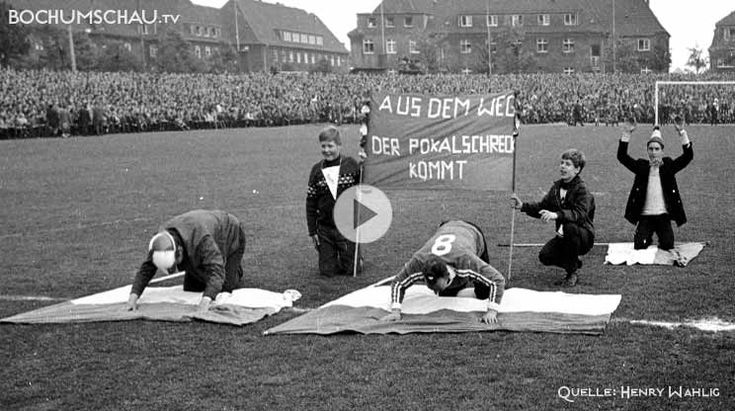 Der VfL Bochum 1848 wird 75. Historiker Henry Wahlig im Gespräch mit Andreas Grothgar im Schauspielhaus über die Entstehung des VfL Bochum nach der Fusion 1938.