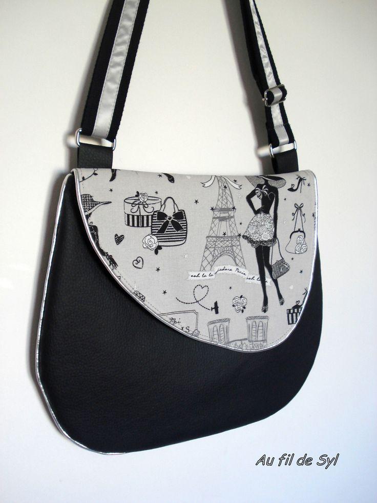 Besace en simili noir ,tissu Paris la petite robe noire et biais gris argent : Sacs bandoulière par au-fil-de-syl