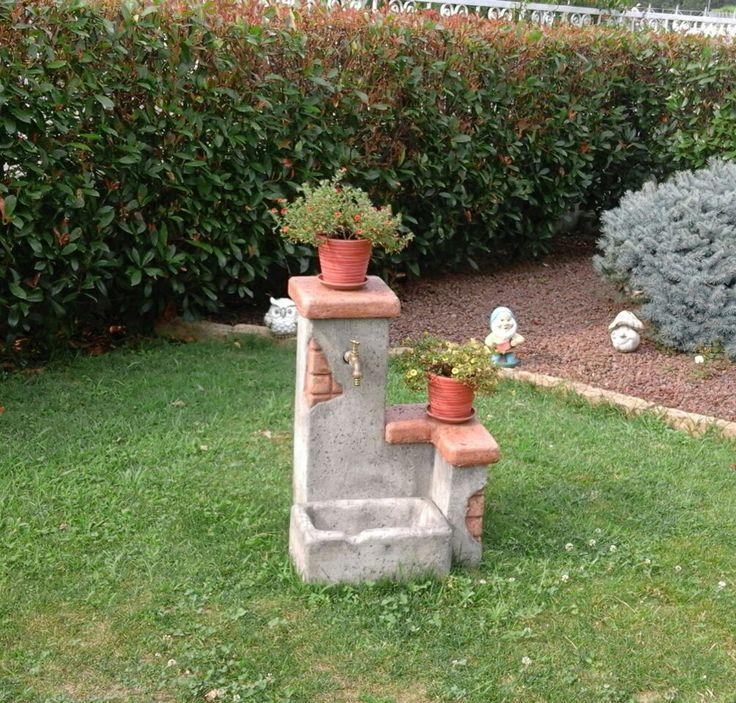 Fontana da giardino in finta roccia mod. Fonte del casale easy, finitura: antichizzato. Località: Cuorgné (Torino).