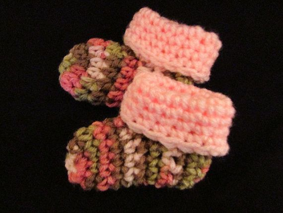 CAMO BABY BOOTIES GiRL. Cute Crocheted Camo Pink by HomespunRanch, $4.00