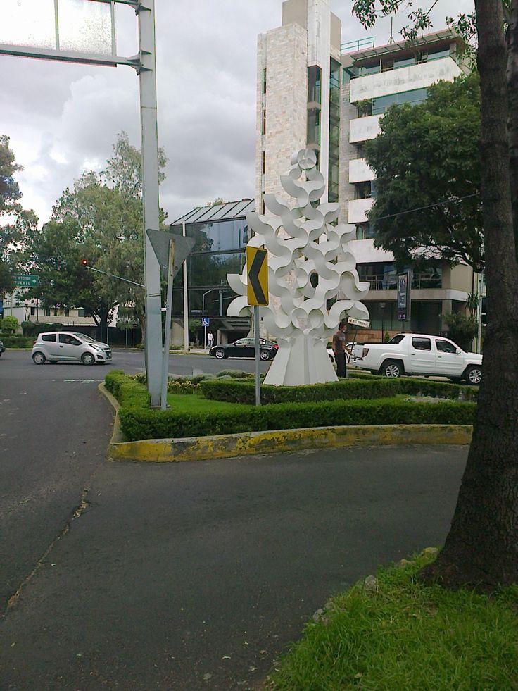 Frente al Teatro Libanes. Mexico, D.F. 1