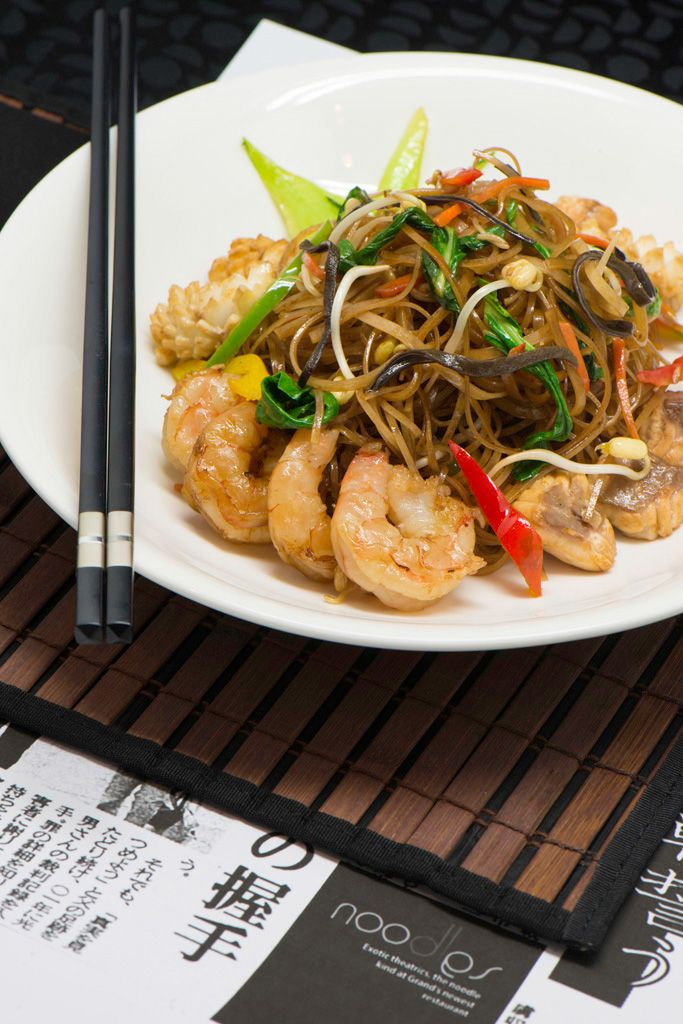Kuali Goreng Mi Beras Dengan Makanan Laut (Wok Fried Rice Noodles with Seafood) - Wok fried rice noodles with bean sprouts, bok choy and seafood; at Cinnamon Grand Colombo's Noodles