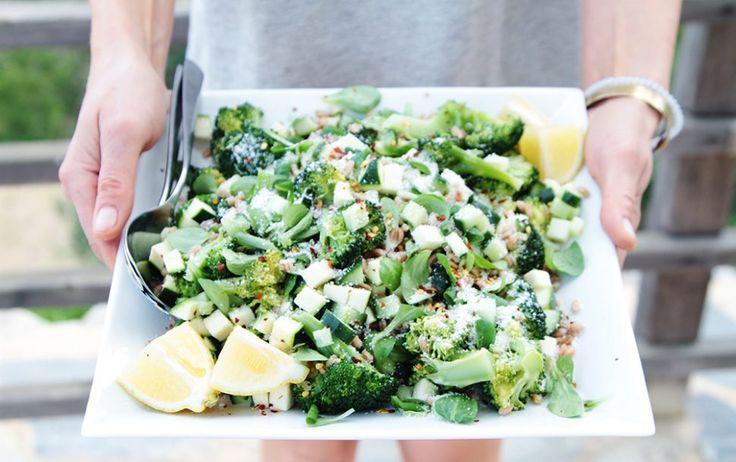Gestoomde broccoli met spelt en rauwe courgette - Veggie Very Much
