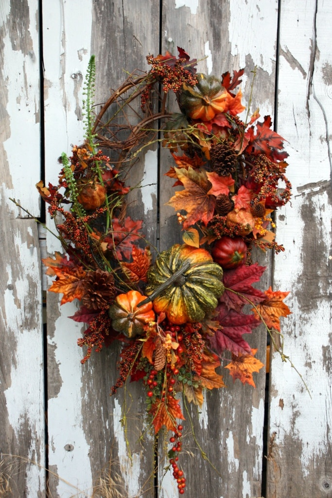 Fall Wreath on Oval, Pumpkins, Fall Leaves, Pinecones, Berries