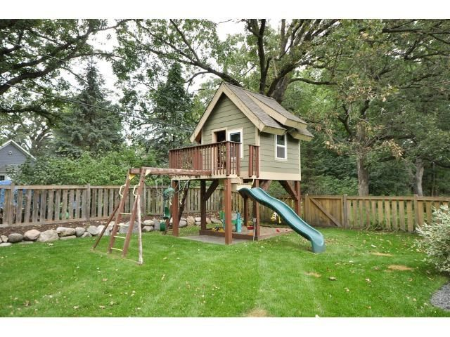 Awesome treehouse and playset for kids!