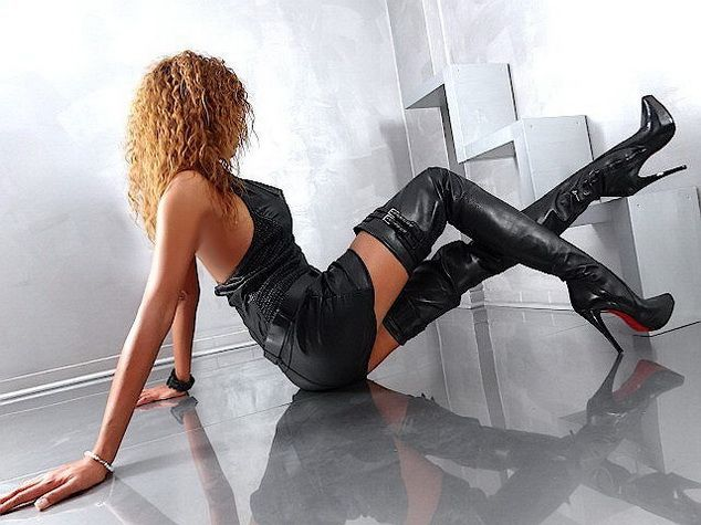 Runway show babes in boots galleries