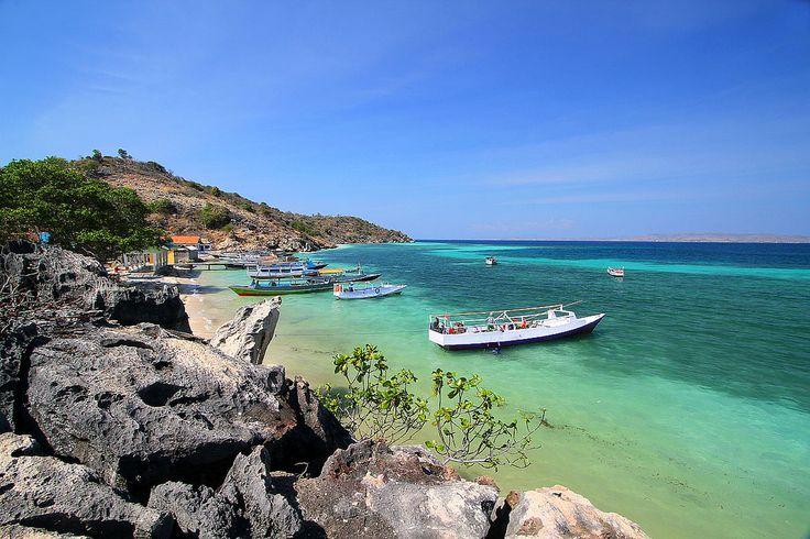 Bajo Pulo Pulau Cantik di Nusa Tenggara Barat - Nusa Tenggara Barat