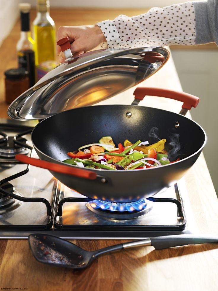 În timpul săptămânii gătim ceva rapid, iar wok-ul IDENTISK e de mare ajutor pentru asta.