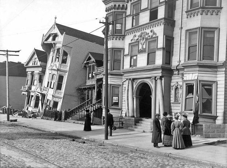 San Francisco , Earthquake damage to residences on Howard Street , 1906 .